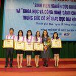 Nhóm đạt giải Nhất giải thưởng Sinh viên Nghiên cứu khoa học cấp Bộ năm 2018. (Ảnh: NVCC)