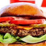 Bánh kẹp thịt Impossible Burger của công ty Impossible Foods. Ảnh: NPR